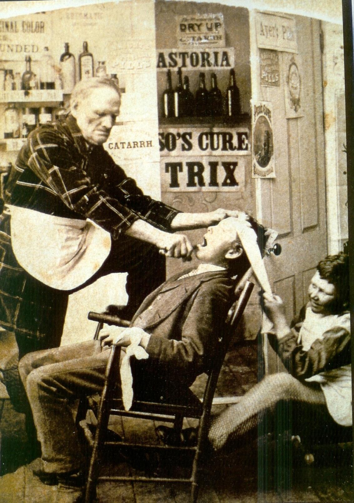 Resultado de imagem para cadeira de dentista antiga